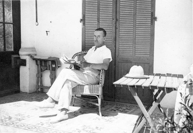 Thomas_Mann_in_Sanary-sur-Mer_1933