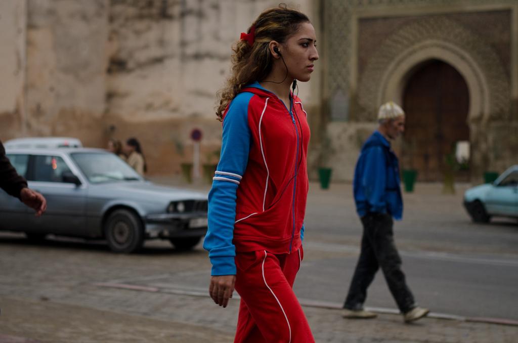 Marruecos. Meknes, por la plaza El-Hedim.©Navia.